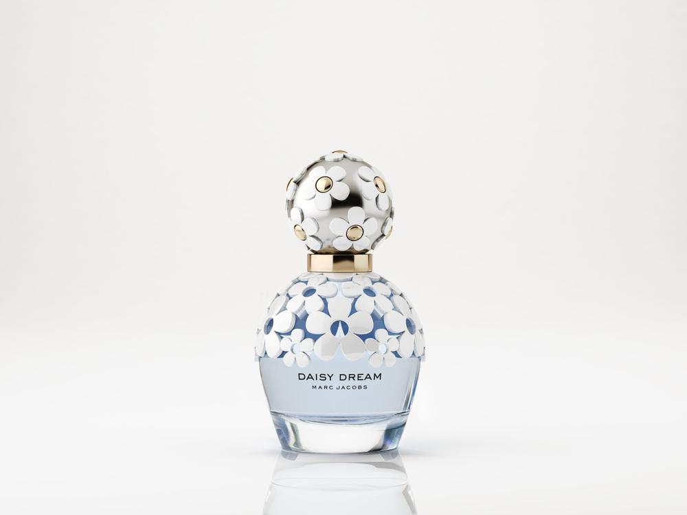 女性香水的包装设计无论是从瓶型,色彩,还是外包装设计上,都应该符合